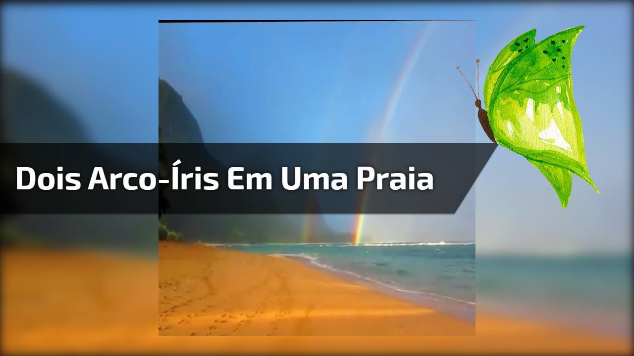Dois arco-íris em uma praia