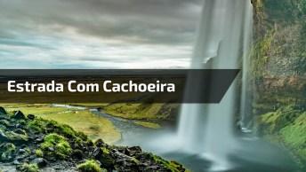 Estrada Com Cachoeira Do Lado, Olha Só A Força Da Água, A Natureza É Incrível!