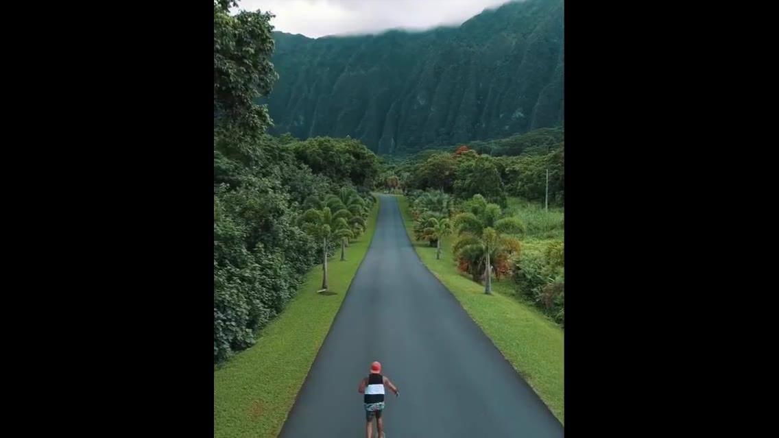 Estrada com linda paisagem no Hawaii