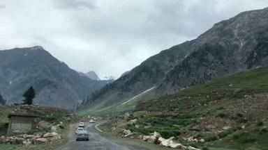 Estrada Com Montanhas E Pedras, Veja Que Paisagens Maravilhosas!