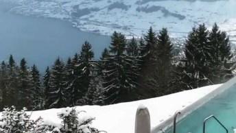 Hotel No Alto De Uma Montanha Na Suíça, Veja Que Linda Paisagem Coberta De Neve!