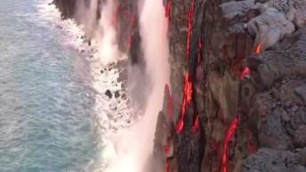 Ilha Com Erupção Vulcânica, Simplesmente Assustador, Confira!