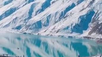 Lago Rodeado Por Neve, Um Lugar Magnifico Que Vale A Pena Ser Apreciado!