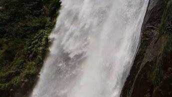 Linda Cachoeira No Paquistão, Olha Só Que Lugar Maravilhoso!