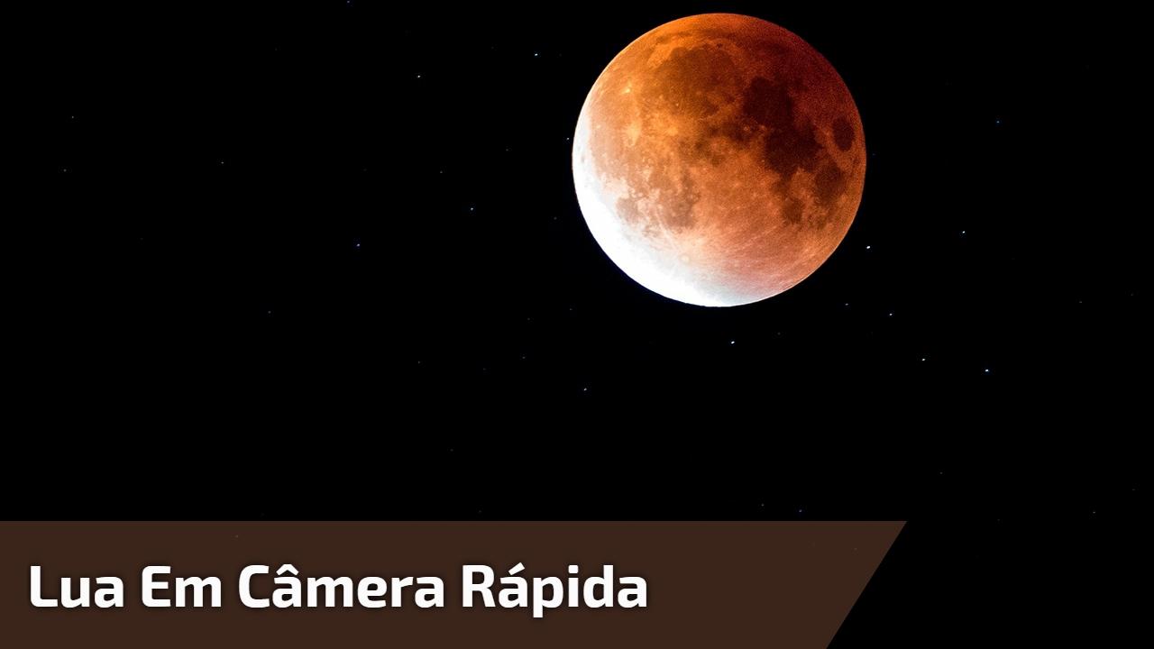 Lua em câmera rápida