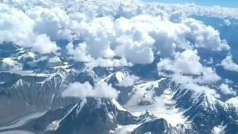 Montanhas Cobertas De Neve Vista De Cima, Veja Que Linda Paisagem!