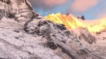Montanhas Com Neve Em Lindo Nascer Do Sol, Olha Só Que Imagem Maravilhosa!