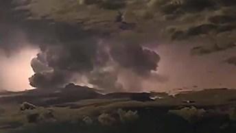 Natureza Assustadora, Veja Tempestade Elétrica Que Ocorreu Na Austrália!