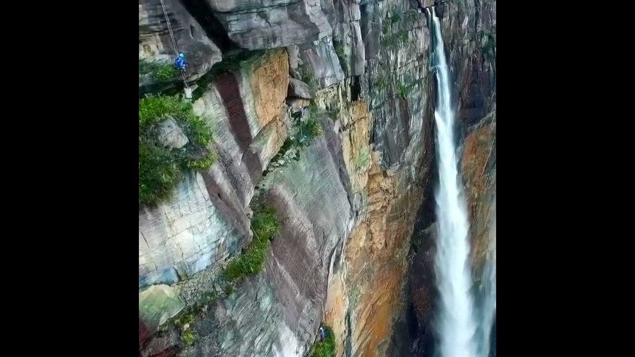 Olha que coisa mais linda a maior cachoeira do mundo! Como é bela a natureza!!!