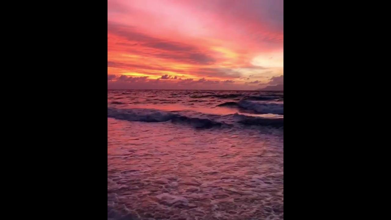 Ondas do mar no fim do dia, lindas imagens, e som relaxante!!!