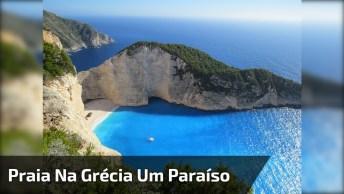 Praia Na Grécia, Veja Que Linda Cor Da Água Esverdeado, Natureza Exuberante!