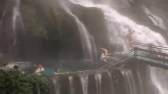 Queda D'Água Linda, Veja Como A Natureza É Bela, Cheia De Lugares Fantásticos!