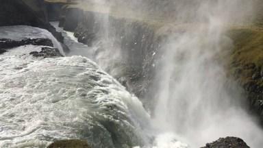 Quedas De Água De Uma Cachoeira, Desfrute Dessa Linda Imagem Da Natureza!