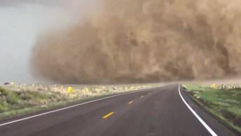 Tornado Filmado De Muito Mais Muito Perto, Confira É De Arrepiar!