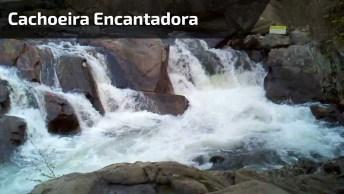 Uma Linda Cachoeira! Como Deus É Perfeito Em Toda Sua Criação!
