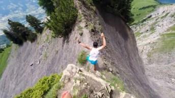 Vídeo Com Homem Correndo Em Uma Trilha Alta Em Uma Montanha!