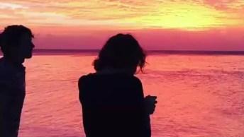 Vídeo Com Lindo Por Do Sol A Beira Mar, Momento De Apreciar Nosso Planeta!