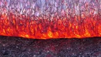 Vídeo Mostrando Impressionante Lava De Um Vulcão, Olha Só A Intensidade!