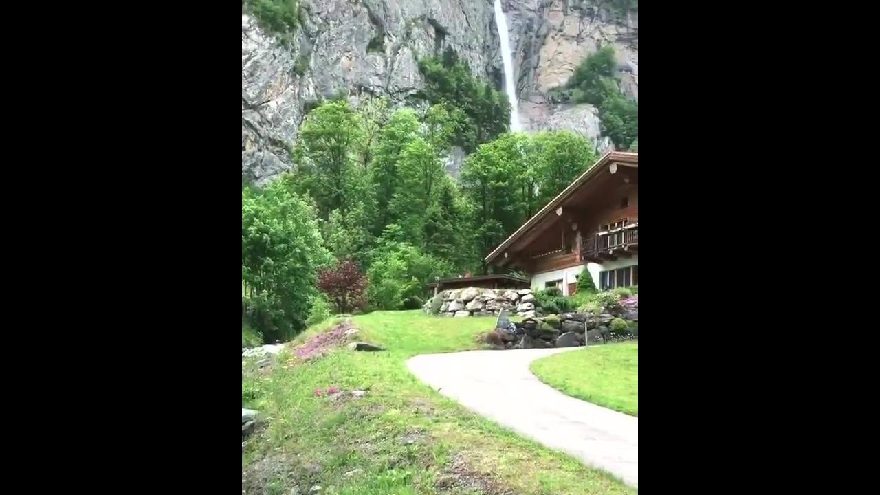 Vídeo mostrando linda casa em uma montanha na Suíça