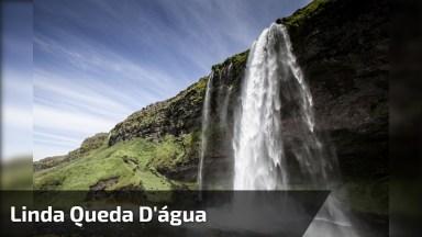 Vídeo Mostrando Linda Queda D'Água, Um Espetáculo Da Natureza!