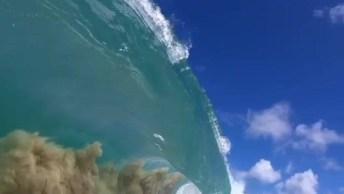 Vídeo Mostrando Momento Exato De Uma Onda Do Mar Se Quebrando!