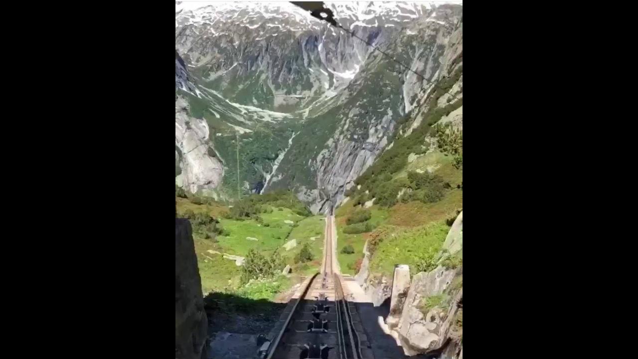 Vídeo mostrando passeio pelas montanhas da Europa