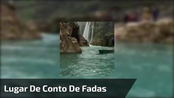 Vídeo Mostrando Rio Cercado Por Natureza, E Linda Queda D'Água, Incrível!