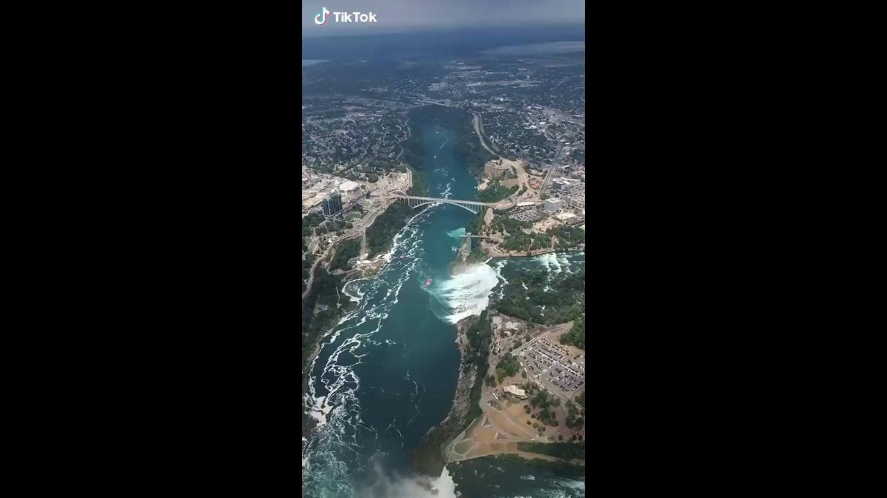 Vídeo mostrando rio de cima