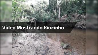 Vídeo Mostrando Riozinho Que Passa No Fundo Do Quintal, Simplesmente Lindo!
