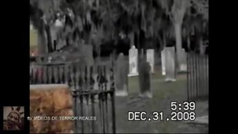 Espírito De Criança É Flagrado Em Cemitério, As Imagens São Assustadoras!