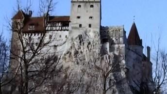 Imagine Só Passar A Noite De Halloween No Grande Castelo De Conde Drácula!