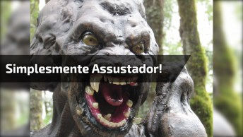 Jogo Em Campo Com Monstro Com Efeito Realístico, Simplesmente Assustador!
