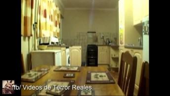 Vídeo De Atividade Paranormal Impressionante, Montagem Ou Real? Confira!