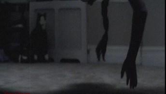 Vídeo De Terror Com Bonecos Que Foram Filmados Se Movendo Sozinhos!