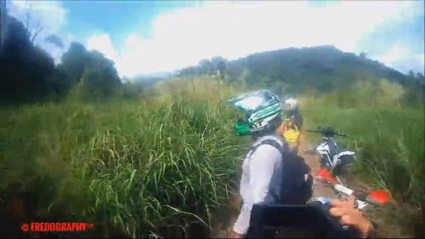 Vídeo mostra aparição de ser no meio de trilha de motos, confira!!!