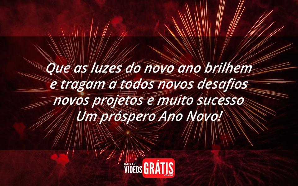 Imagem de feliz ano novo com fogos de artificio de virada do ano, com uma linda mensagem positiva para esperar 2017