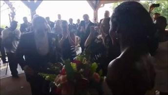 Entrada De Casamento Com Música De Pharrell Williams - Happy!