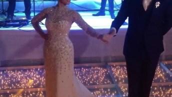 Noiva E Noivo Dançando Em Sua Festa De Casamento, Da Pra Sentir O Amor No Ar!