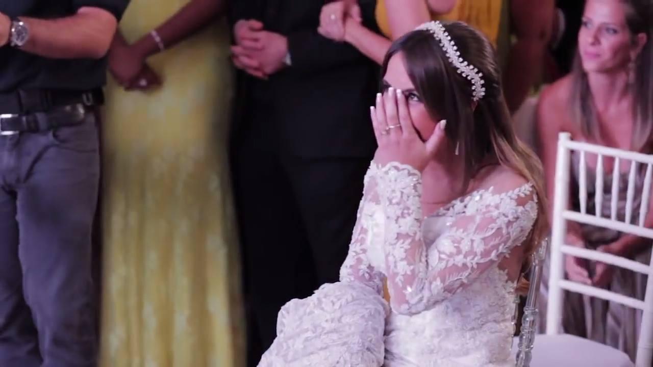 Noivo faz dança surpresa para noiva