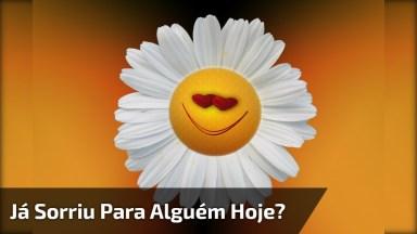 Vídeo De Boa Tarde Com Mensagem: 'Já Sorriu Para Alguém Hoje?'.