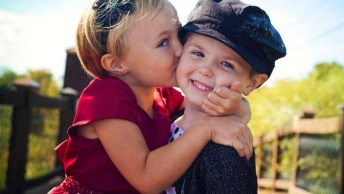13 De Abril É O Dia Do Beijo, O Símbolo De Respeito, Carinho, Afeição E Amor!