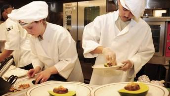 Dia 10 De Maio É Dia Da Cozinheira - Uma Data Especial E Cheia De Sabores!