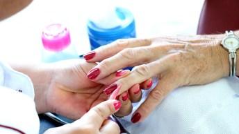 Dia 14 De Junho É Dia Da Manicure - Emprestam Os Ouvidos, Dão Conselhos. . .