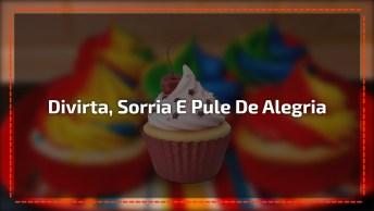 Mensagem De Feliz Aniversário. Divirta-Se, Sorria E Pile De Alegria!