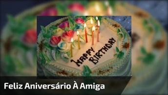Mensagem De Feliz Aniversário Para Amiga. Parabéns E Muitos Anos De Vida!