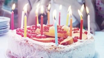 Vídeo De Feliz Aniversário Para Carolina. Baixe Grátis E Envie Agora Mesmo!