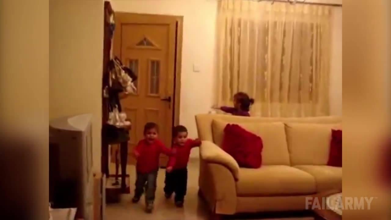 Crianças se assustam com entrada do papai noel