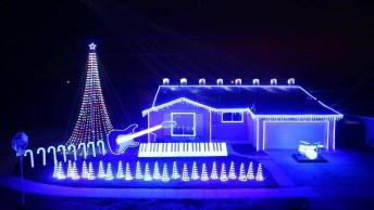 Linda Casa Com Iluminação E Enfeite De Natal, Para Te Impressionar!