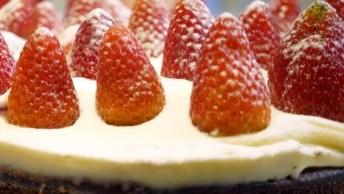 Sobremesa Para O Natal, Torta De Brownie Com Morangos, Perfeita!