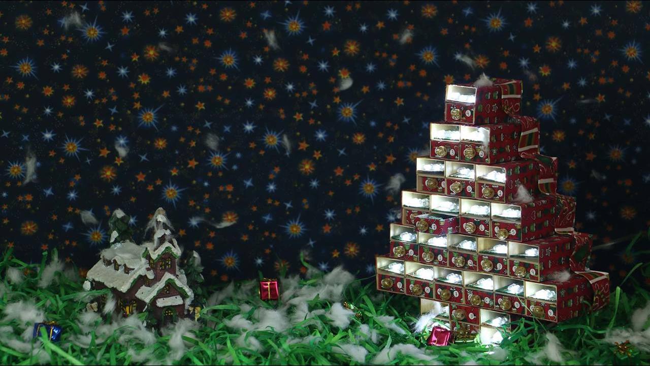 Tutorial de miniatura de arvore de Natal feita com caixas de fósforos!!!